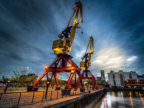 Buenos Aires「Argentina, Buenos Aires, Puerto Madero, Dock Sud with old harbour crane at night」:スマホ壁紙(7)