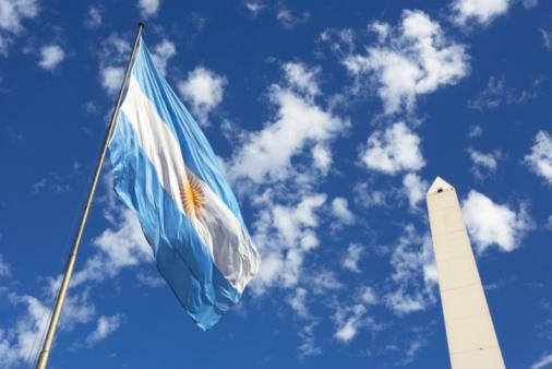 Buenos Aires「Argentina, Buenos Aires, Obelisco Avenida 9 de Julio and flag」:スマホ壁紙(6)