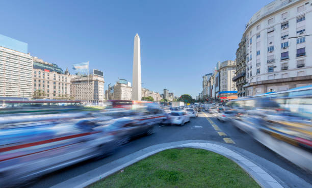 Argentina Buenos Aires center with obelisco at rush hour:スマホ壁紙(壁紙.com)