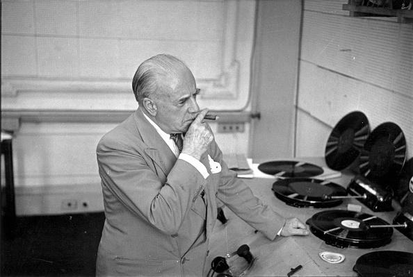 Erich Auerbach「Beecham Listening」:写真・画像(15)[壁紙.com]