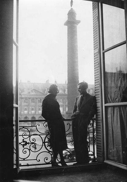パリ「The British Pilots Amy Johnson And Jim Mollison In Paris At The Ritz Hotel. 1932 [?].  Photograph.」:写真・画像(3)[壁紙.com]