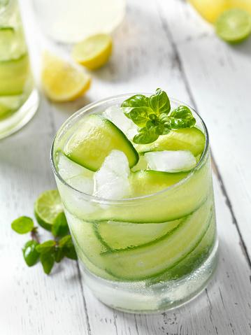 Picnic Table「Cucumber, Basil and Citrus Cocktail」:スマホ壁紙(2)