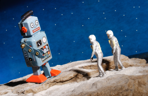 Explorer「Astronaut figurines and giant robot toy」:スマホ壁紙(18)