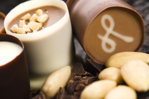 Milk Chocolate「chocolates with sweet almonds」:スマホ壁紙(0)