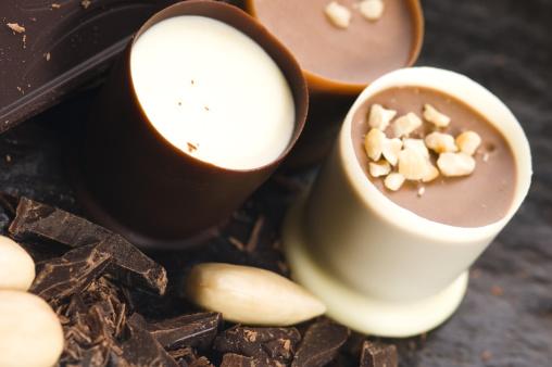 Milk Chocolate「chocolates with sweet almonds」:スマホ壁紙(2)