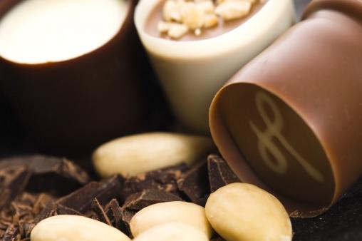 Milk Chocolate「chocolates with sweet almonds」:スマホ壁紙(4)