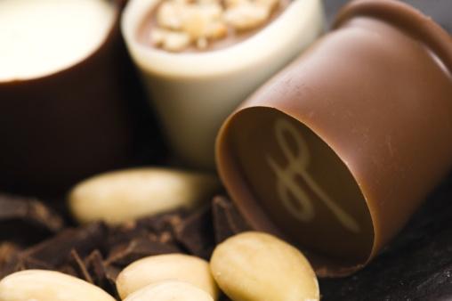 Milk Chocolate「chocolates with sweet almonds」:スマホ壁紙(9)