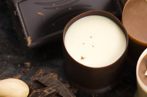 Milk Chocolate「chocolates with sweet almonds」:スマホ壁紙(15)