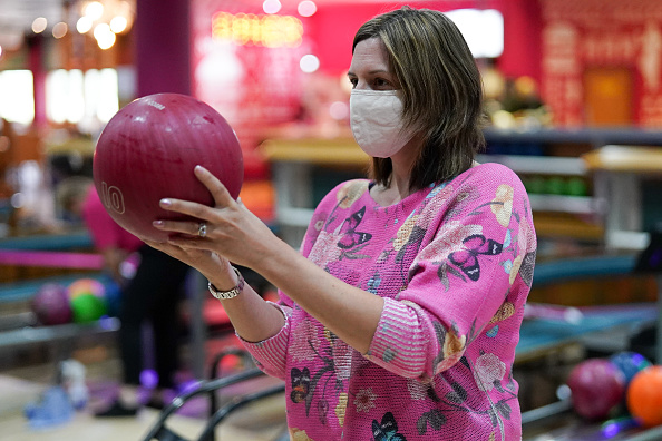 Threading「Brits Return To The Lanes As Bowling Alleys Reopen」:写真・画像(11)[壁紙.com]