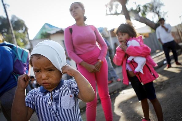Parent「Immigrant Caravan Members Gather At U.S.-Mexico Border」:写真・画像(16)[壁紙.com]