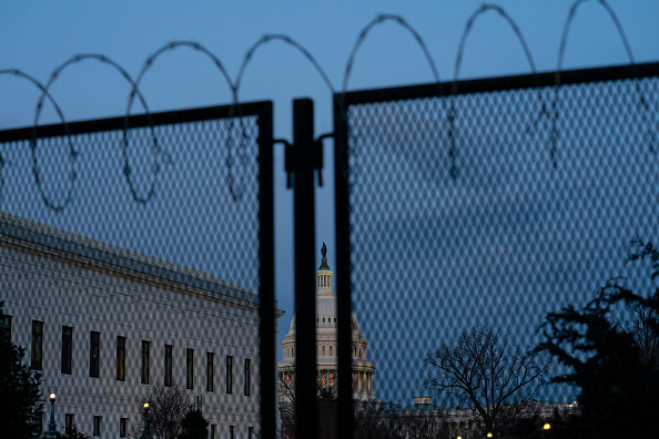 Barbed Wire「Capitol Hill Security On High Alert After Reports Of Possible Violence From QAnon Conspiracists」:写真・画像(18)[壁紙.com]
