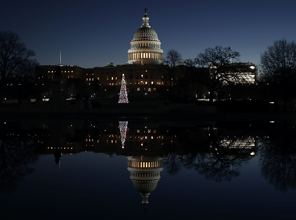 Capitol Hill「U.S. Capitol Is Reflected In Capitol Reflecting Pool」:写真・画像(11)[壁紙.com]