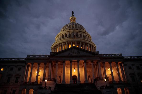 政治「U.S. Congress Wrangles With Agreement To Solve Government Shutdown」:写真・画像(2)[壁紙.com]