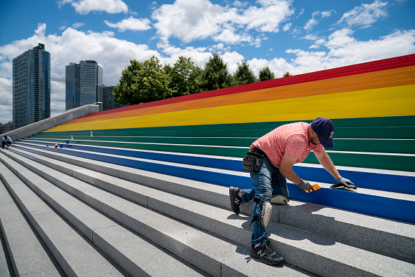 Franklin Roosevelt「New York's Four Freedoms Park Decorated Its Step With Massive Rainbow Flag For Pride Month」:写真・画像(15)[壁紙.com]