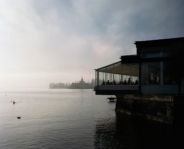 Finance and Economy「Café overlooking Lake Traunsee, Gmunden, Austria, 2007」:写真・画像(17)[壁紙.com]
