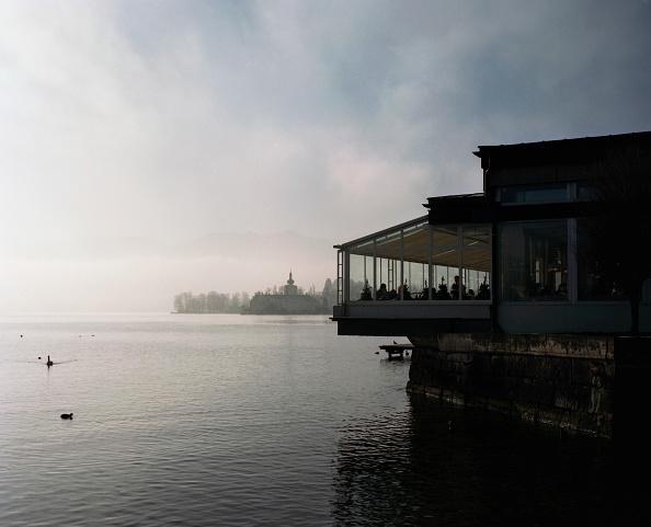 Salzkammergut「Café overlooking Lake Traunsee, Gmunden, Austria, 2007」:写真・画像(19)[壁紙.com]
