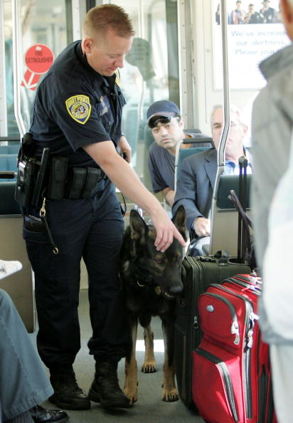 Males「BART Improves Security Measures After London Bombings」:写真・画像(5)[壁紙.com]