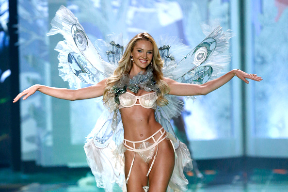キャンディス・スワンポール「2014 Victoria's Secret Runway Show  - Swarovski Crystal Looks」:写真・画像(1)[壁紙.com]