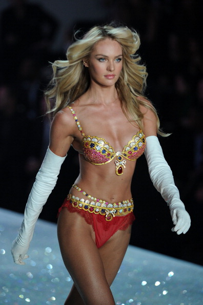 キャンディス・スワンポール「Swarovski Sparkles In The 2013 Victoria's Secret Fashion Show」:写真・画像(8)[壁紙.com]