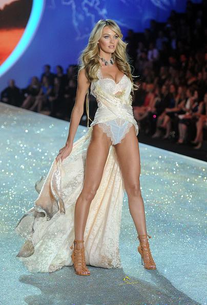 Candice Swanepoel「2013 Victoria's Secret Fashion Show - Show」:写真・画像(19)[壁紙.com]