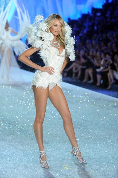 Candice Swanepoel「2013 Victoria's Secret Fashion Show - Show」:写真・画像(6)[壁紙.com]