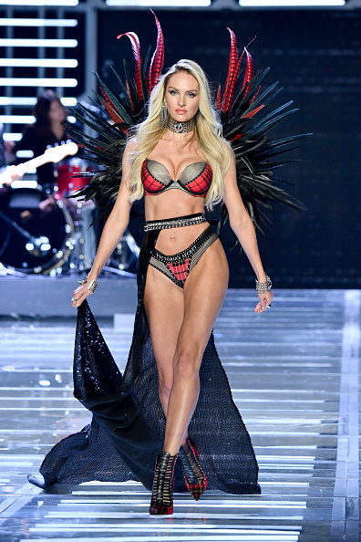 Candice Swanepoel「2017 Victoria's Secret Fashion Show In Shanghai - Show」:写真・画像(7)[壁紙.com]