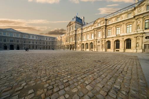 Tourist「Courtyard of Musse du Louvre」:スマホ壁紙(6)