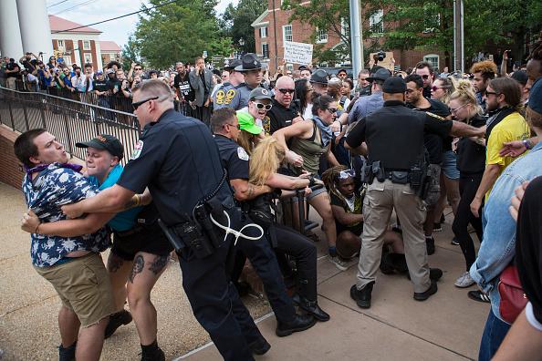 対決「Ku Klux Klan Protests Planned Removal Of General Lee Statue From VA Park」:写真・画像(11)[壁紙.com]
