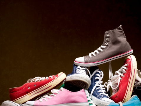 Funky「Pile of canvas shoes」:スマホ壁紙(16)