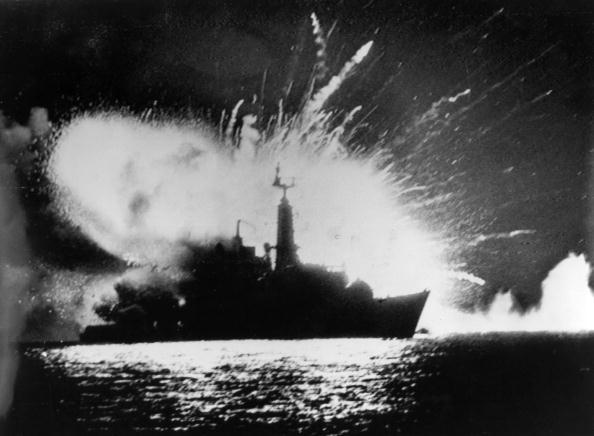 Ship「Frigate Explodes」:写真・画像(9)[壁紙.com]