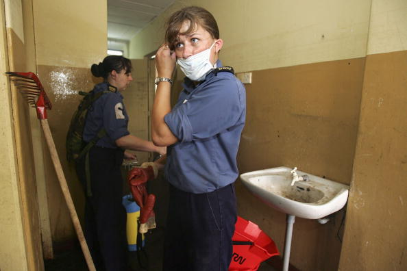 Bathroom「LKA: British Military Personnel Help With Relief Effort」:写真・画像(6)[壁紙.com]