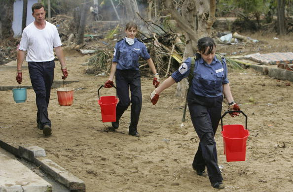 2004 Indian Ocean Earthquake and Tsunami「LKA: British Military Personnel Help With Relief Effort」:写真・画像(10)[壁紙.com]
