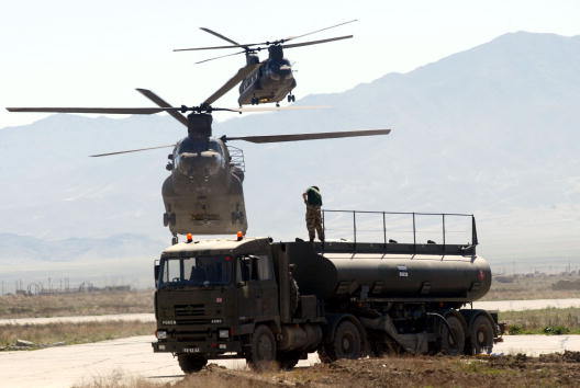 CH-47 Chinook「British Soldiers Return From Operation Ptarmigan」:写真・画像(9)[壁紙.com]