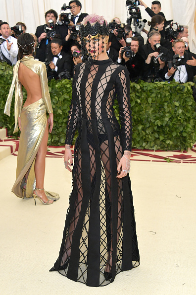 Cara Delevingne「Heavenly Bodies: Fashion & The Catholic Imagination Costume Institute Gala - Arrivals」:写真・画像(19)[壁紙.com]