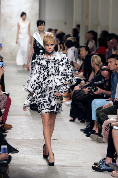 Bangs「Karl Lagerfeld Unveils His Cruise 2013/14 Collection For Chanel」:写真・画像(6)[壁紙.com]