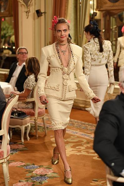 """ランウェイ・ステージ「""""Chanel Collection des Metiers d'Art 2016/17 : Paris Cosmopolite""""  : Show At Hotel Ritz」:写真・画像(18)[壁紙.com]"""
