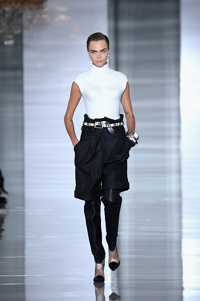 Balmain「Balmain : Runway - Paris Fashion Week Womenswear Spring/Summer11 2019」:写真・画像(9)[壁紙.com]