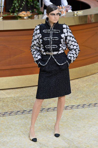 Chanel Jacket「Chanel : Runway - Paris Fashion Week Womenswear Fall/Winter 2015/2016」:写真・画像(2)[壁紙.com]