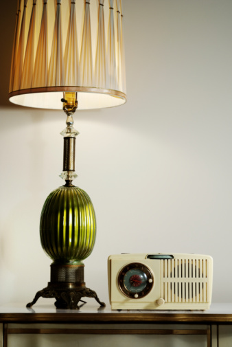 Lamp Shade「Vintage lamp and radio」:スマホ壁紙(11)
