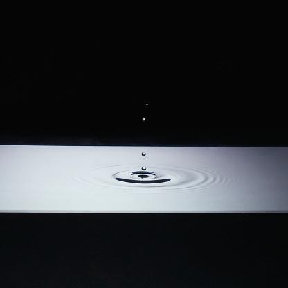Black Background「Ripples in water」:スマホ壁紙(19)