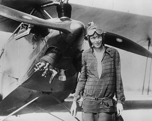 Ameila Earhart With Airplane:ニュース(壁紙.com)