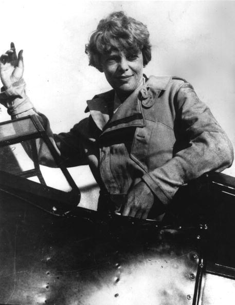 Pilot「Amelia Earhart Waving」:写真・画像(16)[壁紙.com]