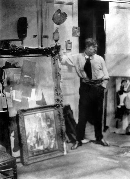 Workshop「Spanish painter Pablo Picasso (1881-1973) in the workshop he occupied from 1914 to 1916 in Paris」:写真・画像(3)[壁紙.com]
