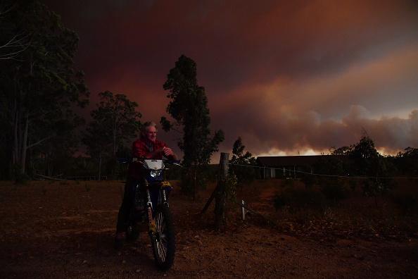 Environmental Damage「Multiple Bushfires Burning At Emergency Level Across NSW Following Death Of Volunteer Firefighter」:写真・画像(13)[壁紙.com]