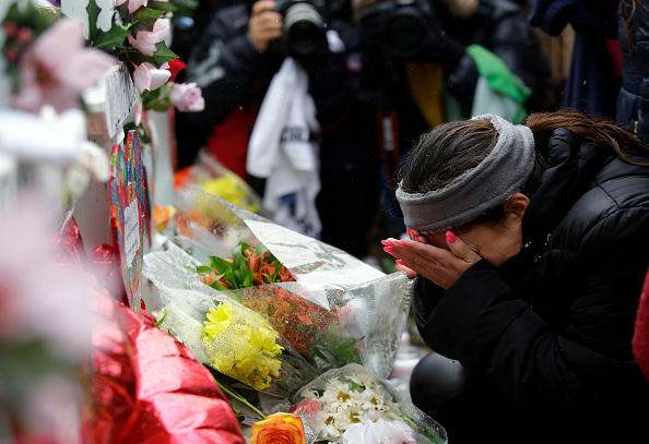Illinois「Prayer Vigil Held At Site Of Workplace Shooting In Aurora, IL That Killed  5」:写真・画像(0)[壁紙.com]