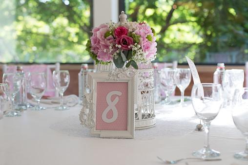 数字の8「Floral centerpiece on a table」:スマホ壁紙(18)