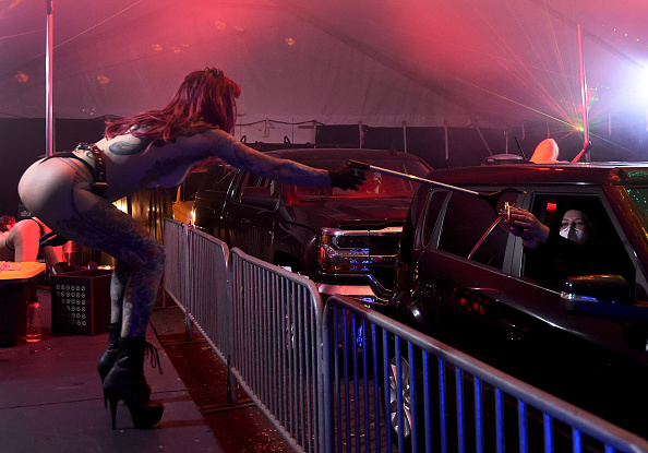 Human Interest「Strip Club Offers Drive Thru Dances During Coronavirus Pandemic」:写真・画像(6)[壁紙.com]