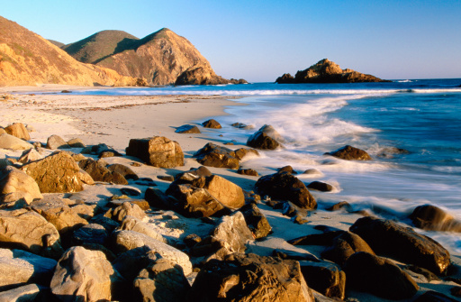 Pfeiffer Beach「Late afternoon light over rocky shoreline of Pfeiffer Beach.」:スマホ壁紙(18)