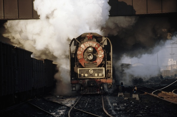 Heilongjiang Province「Late afternoon drama of China Railway's QJ Class 2-10-2s bursting under Sankong Bridge as they leave Harbin with heavy freights.」:写真・画像(14)[壁紙.com]