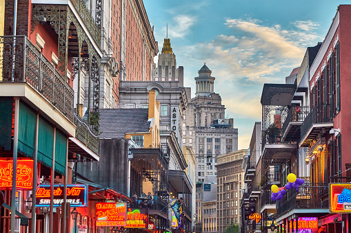 Southern USA「Late afternoon on Bourbon street,French Quarter」:スマホ壁紙(4)